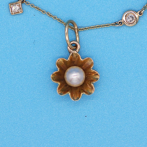 14 K Yellow Gold Flower with Center Pearl Charm