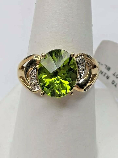 10 K Yellow Gold Estate Peridot Ring with Natural Diamonds