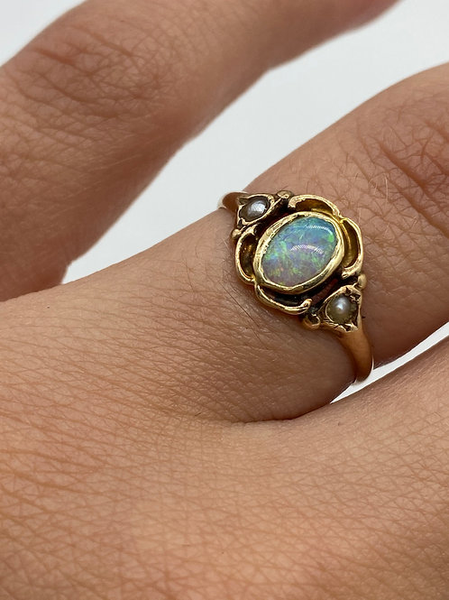 10 K Yellow Gold Vintage Opal Ring