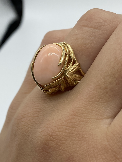 14 K Yellow Gold Vintage Leaf Design Ring with Pale Coral Cabochon