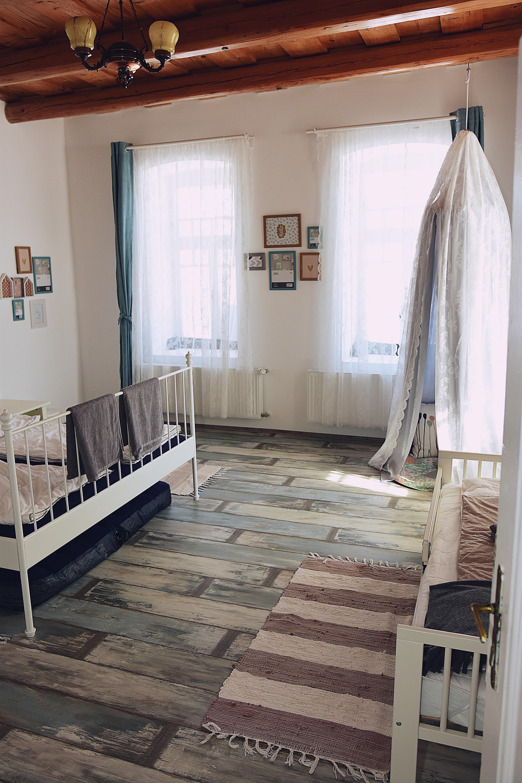 Nagyszoba
