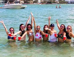 Some more happy faces to your feed😜#boatparty #miami #haulover #sandbar #girls #springbreak #studen