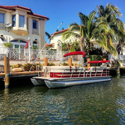 Another beauty has just joined our fleet! ❤️👌#bentley #pontoon #boat #miami #boating #partyboat #bo