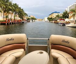 Happy boating! 😉🌴#Miami #bentley #pontoon #boat #boating #miamiboatlife #boatparty #partyboat #boa