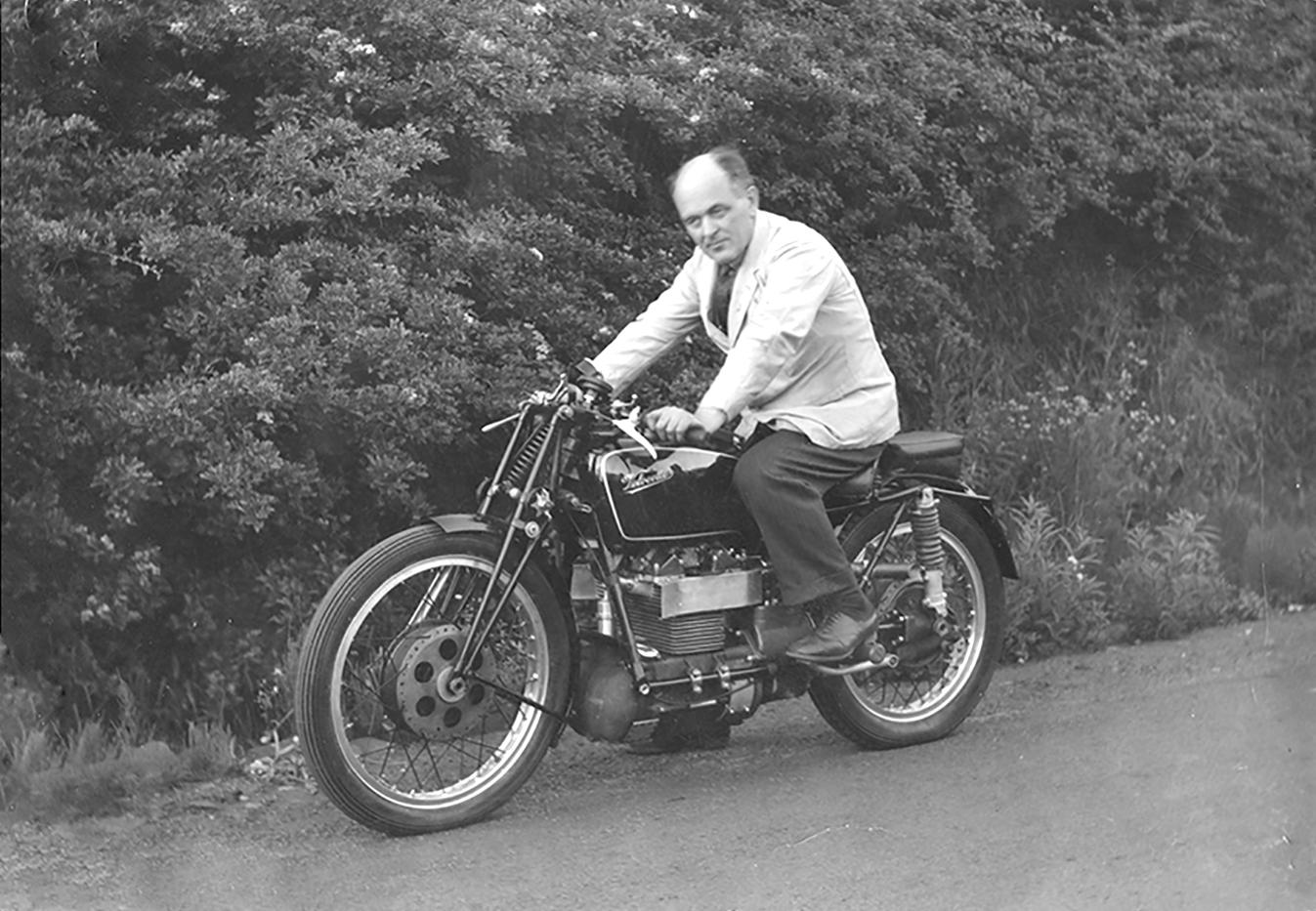 Velocette Roarer with Percy Goodman 1939