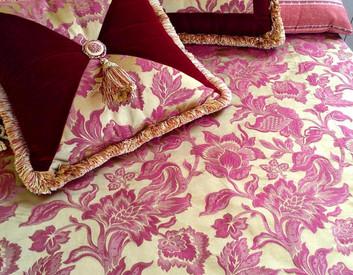 Покрывало и подушки произ-во Halley. Можно приобрести с экспозиции салона Pitti