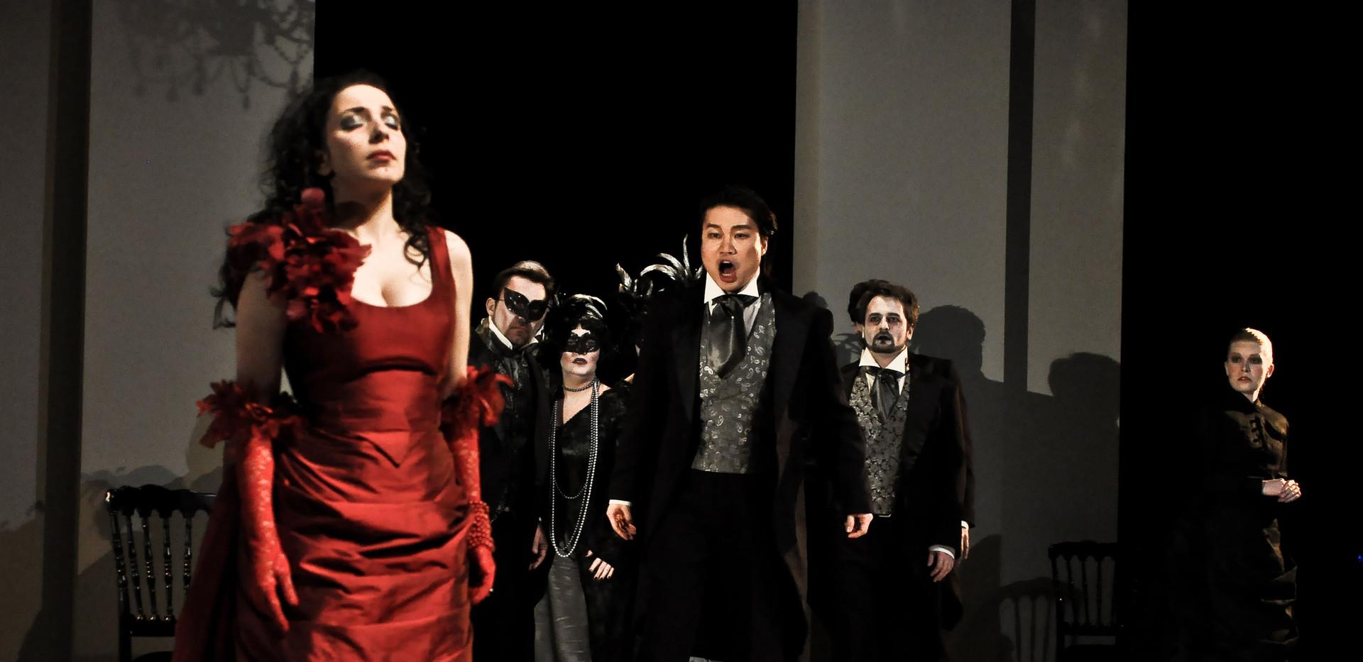 Traviata - groupe-5 - photo Marie Jullia