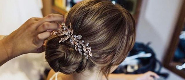 👰🏻 Loved this classic chignon style fo