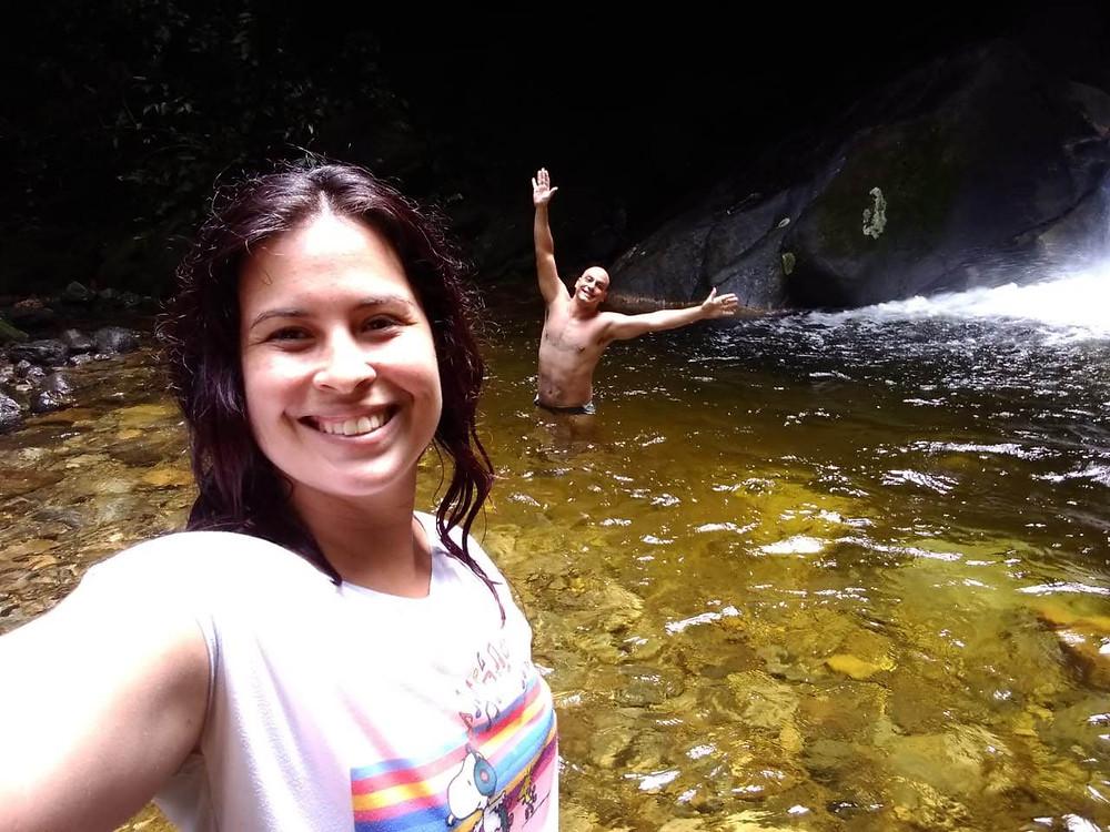 selfie com duas pessoas na cachoeira Furna da Onça