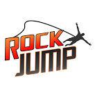 Aventuras radicais uma pessoa pulando da pedra