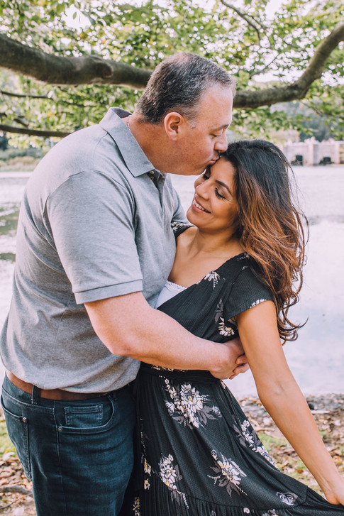 Lifestyle portrait of a couple kissing