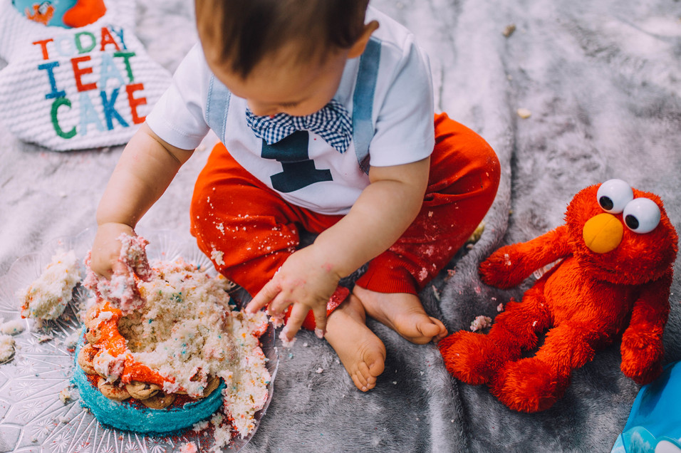 Lifeystyle photo of a baby's first birthday