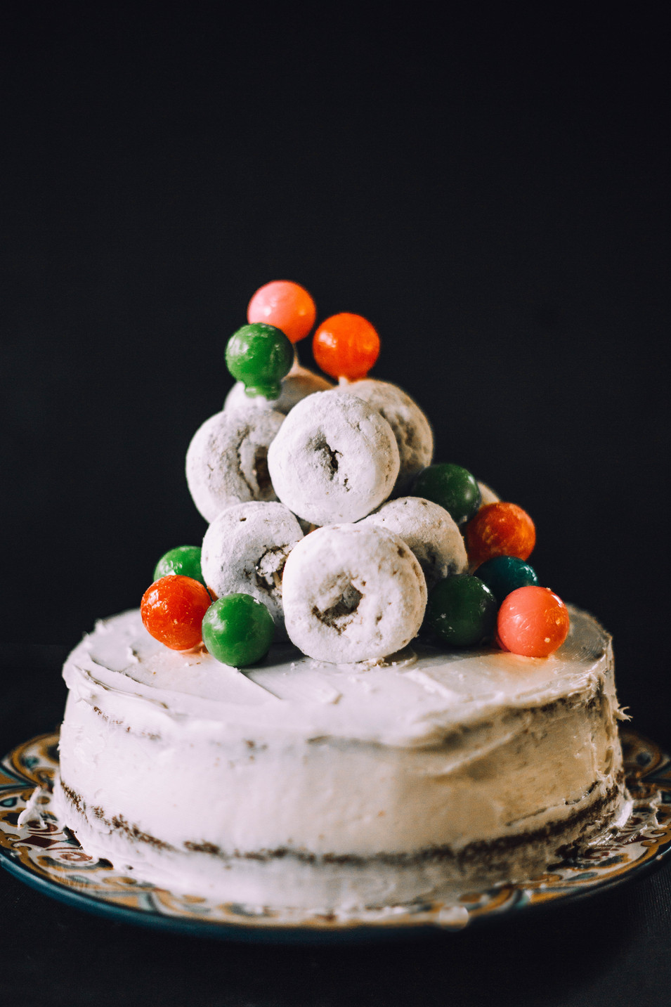 Photo of a powdered donut cake