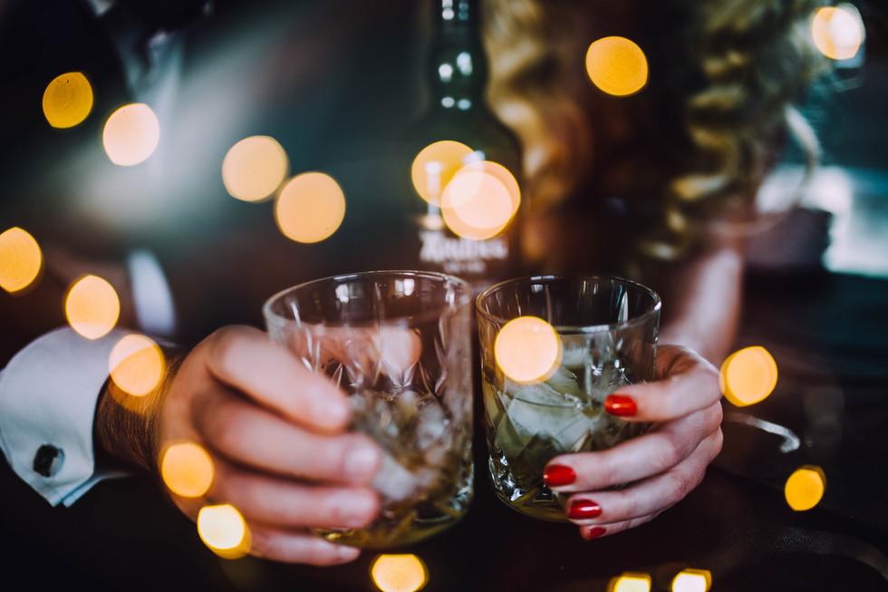 Lifestyle photo of an alcoholic beverage.