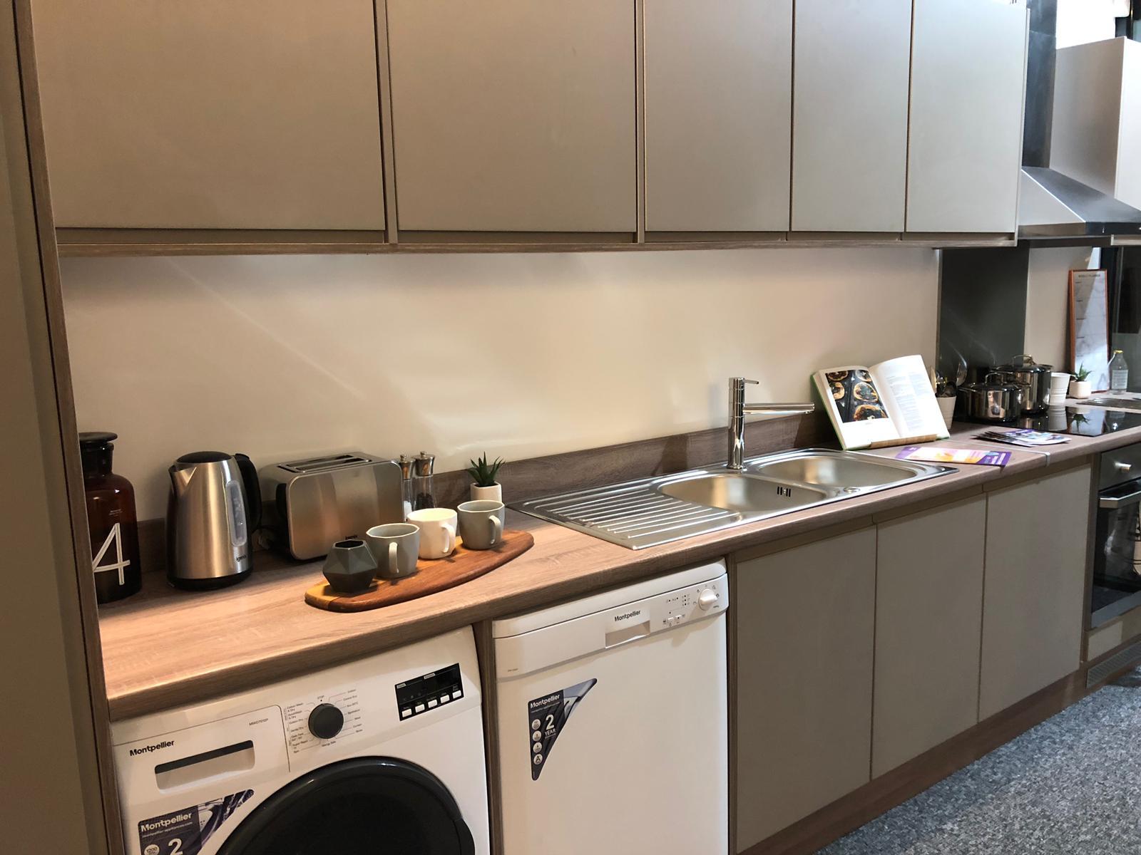 Coppergate showflat kitchen2