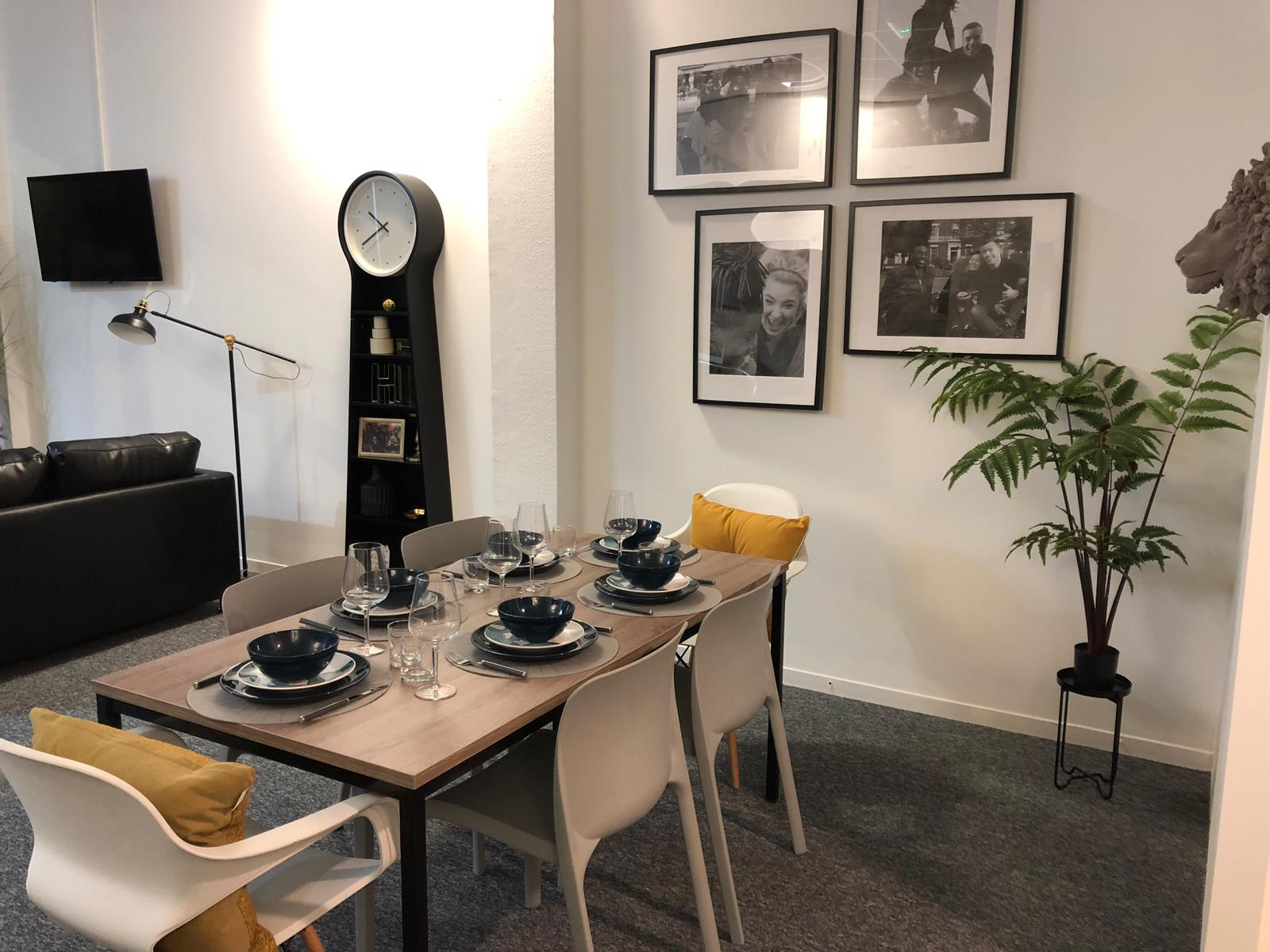 Coppergate showflat dining2