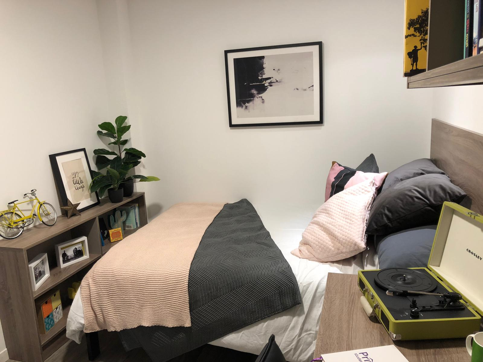 Coppergate showflat Bedroom1