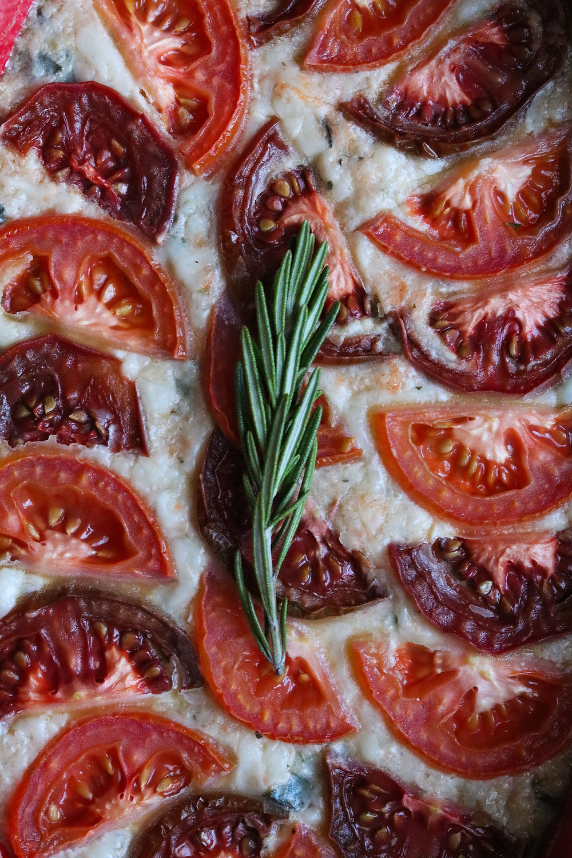 "Truffle White Bean & Spinach ""Mac"" n' Cheese with Sliced Heirloom Tomatoes"