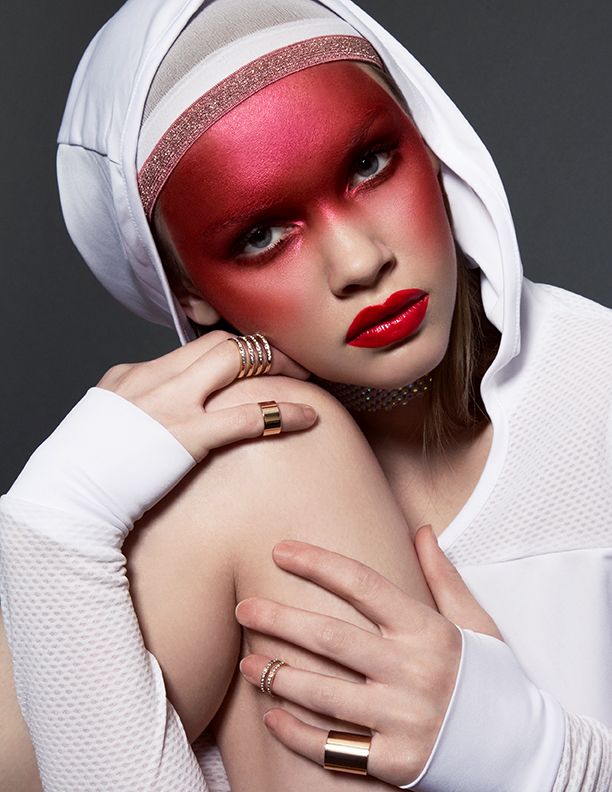 Creative red makeup for Jute Magazin