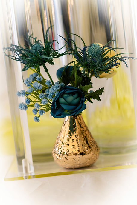 Gold metallic bud vase flower