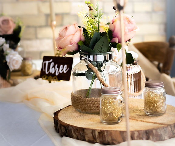 """<img src=""""115-rustic-theme-wedding-table-centrepiece.jpg"""" alt=""""Hire products"""">"""