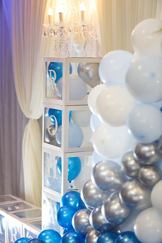 Balloons arch styling