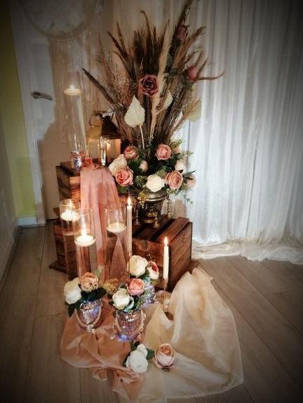 Flower arranging in your wedding shops