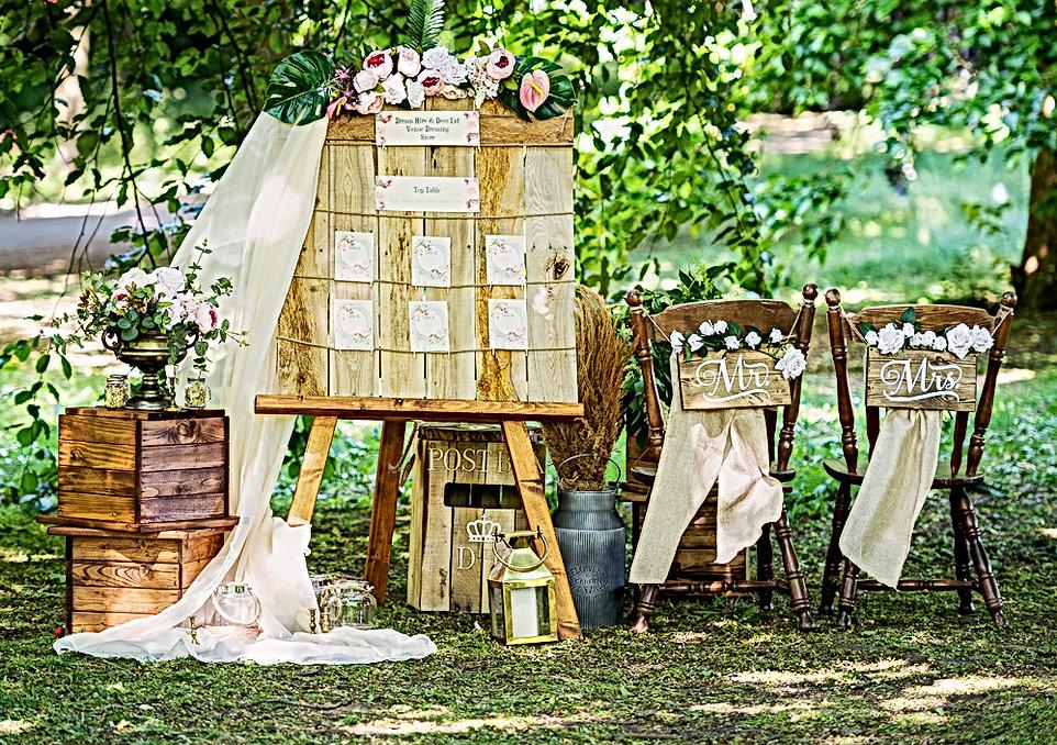 """<img src=""""171-rustic-props-hire.jpg"""" alt=""""rustic wedding decor"""">"""