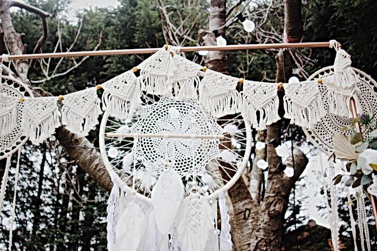 "<img src=""273-boho-backdrop.jpg"" alt=""boho gallery décor for your wedding"">"