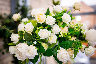 "<img src=""016-yorkshire-flowers-centrepiece.jpg"" alt=""event decorator"">"