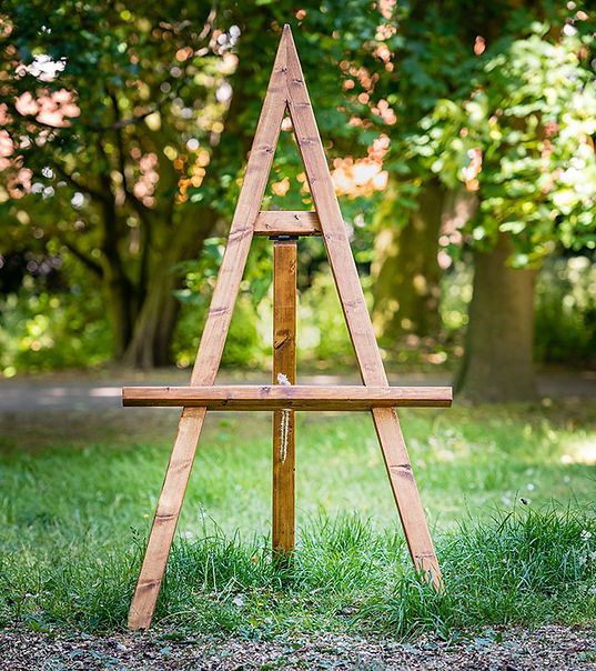 "<img src=""218-wooden-easels-dream-hire-deco.jpg"" alt=""wedding easel"">"