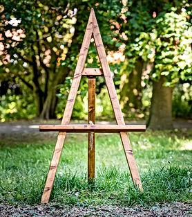 "<img src=""103-handmade-rustic-wooden-easel-seating.jpg"" alt=""gallery decor"">"