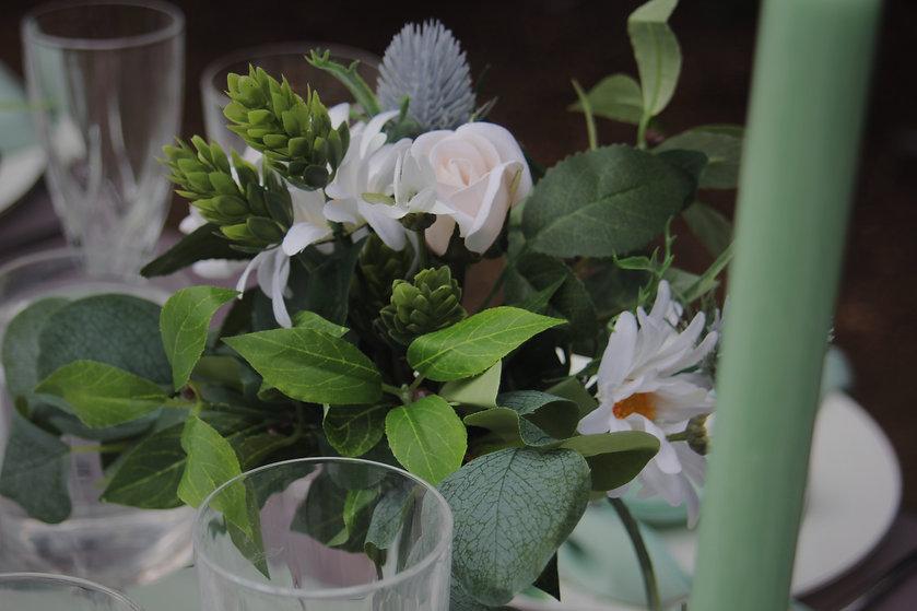 "<img src=""306-wedding-table-decor.jpeg"" alt=""wedding table decorations"">"
