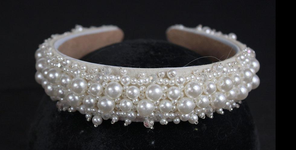 #weddingtiaras #tiarasforweddings #tiarasandcrowns #bridalheadpieces  #tiarasandco #BrautTiara #Diademe für Bräute #diademade