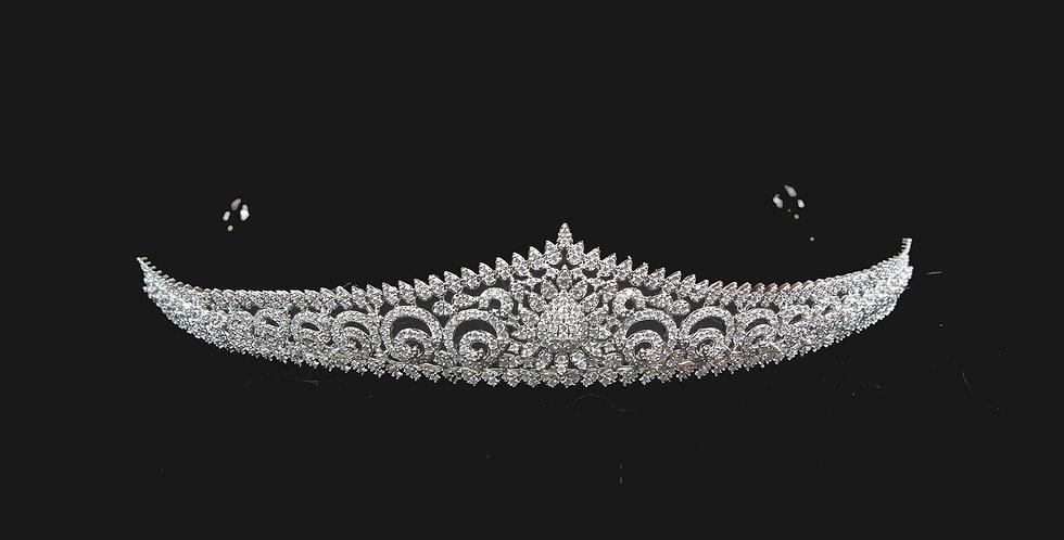 wedding tiaras#weddingtiaras #tiarasforweddings #tiarasandcrowns #bridalheadpieces  #tiarasandco #BrautTiara #Diademe für Brä