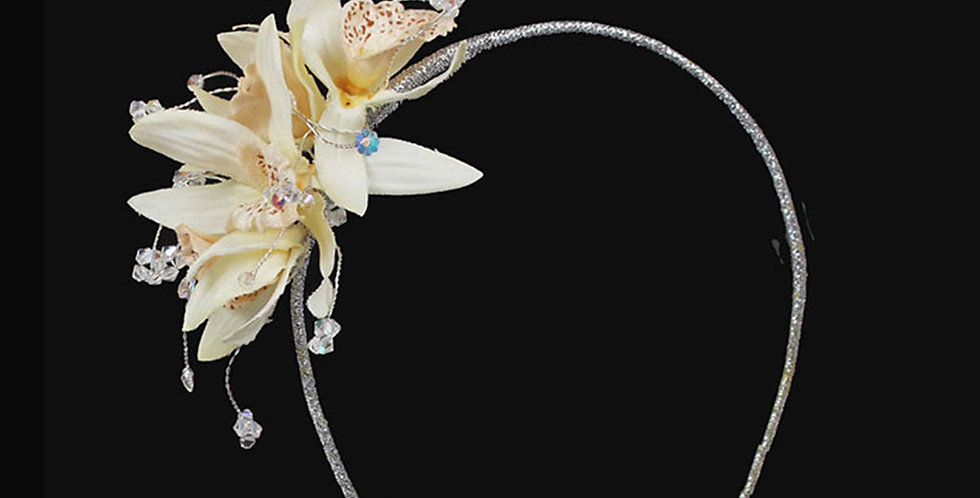 #childrensheaddresses #tiarsforchildren #flowergirlheadbands #flowergirlheaddresses #floralheaddresses #bridesmaidsheaddress