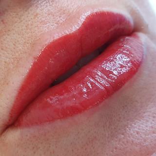 Gloss Lips.jpg