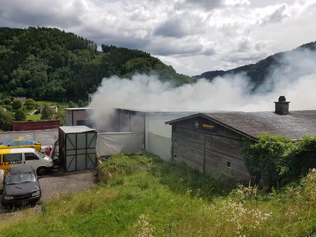 Brandeinsatz bei Autoteilehändler in Bruck