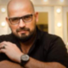 Alejandro Arias Bazan fundador de Arias Bazan escuela de maquillaje cordoba