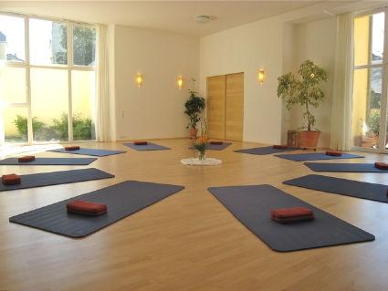 Freiburger Yoga Schule - Blick in den Raum