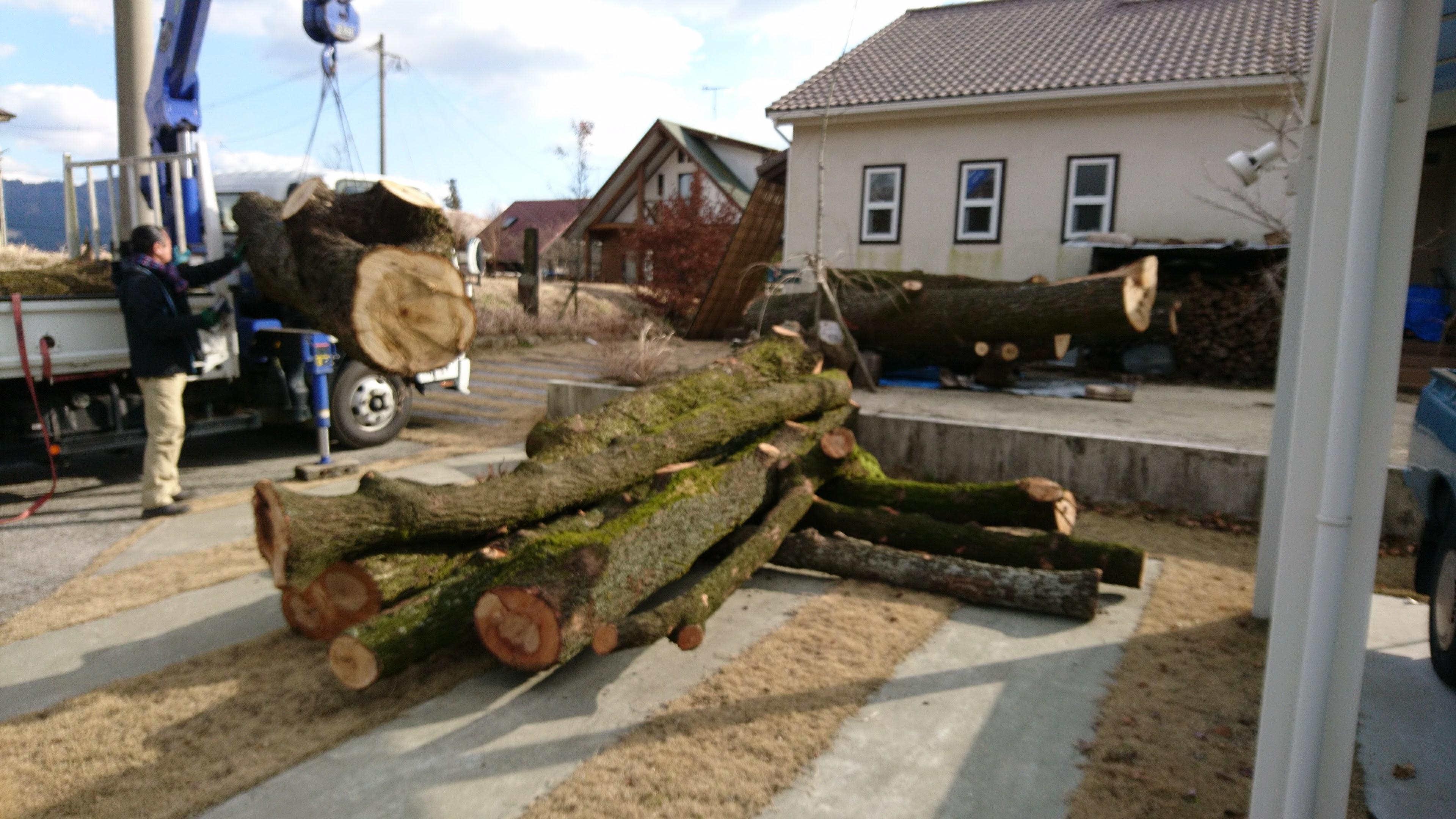原木の配達
