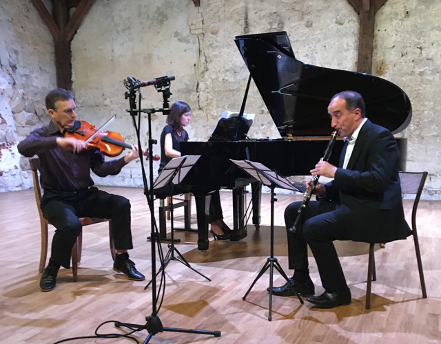 Composer Nigel Keay, performing on viola, together with piano and clarinet.