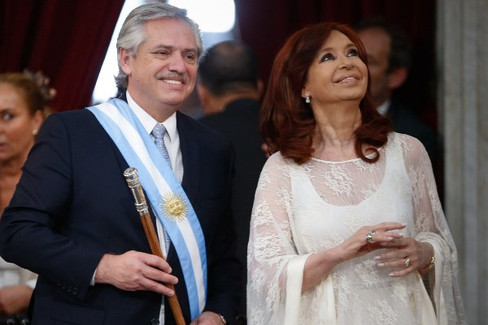 Argentina: Un nuevo comienzo entre la incertidumbre del fin del neoliberalismo y el regreso del pero