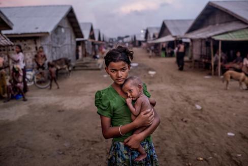 MYANMAR: MÁS DE UN CENTENAR DE MUERTOS POR ENFRENTAMIENTOS ENTRE LA MINORÍA ROHINGYA Y EL EJÉRCITO B
