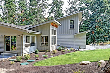 Ruebel House wrap around porch and deck over a daylight basement - Pelletier + Schaar