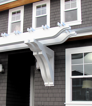 O'Neill Residence entry with white brackets and trellis - Pelletier + Schaar