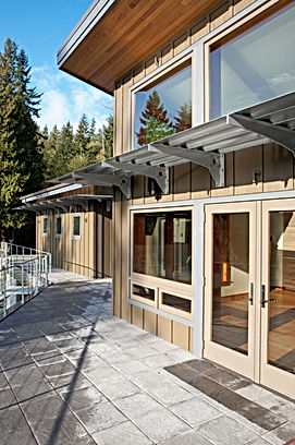 Ferrill Residence overhang with steel brackets and corrugated cover - Pelletier + Schaar