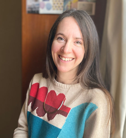 A photo of Kat Hudson, Integrative Arts Psychotherapist at her online work space