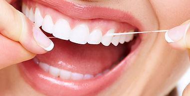 Igiene orale. Filo interdentale. Dentisti Albania
