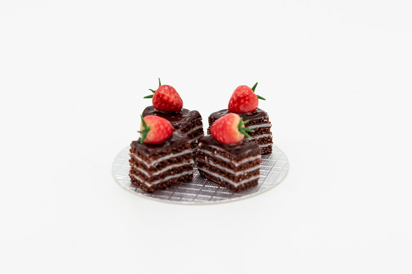 little strawberry chocolate cakes